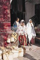 djerba;houmt;souk;ile;jerba;souk;medina;artisan;artisanat;architecture;musulmane;costume;vetement;femme;tradition;