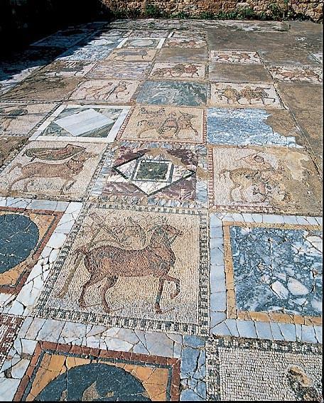 La villa voli re sur le site arch ologique du parc des for Carrelage monocouche tunisie