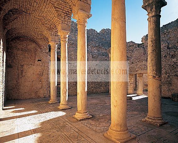 architecture;antique;antiquite;romain;dougga;thermes;