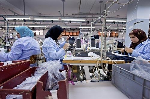 Usine isalys sfax atelier de confection de lingerie f minine notamment de - Atelier de confection textile ...