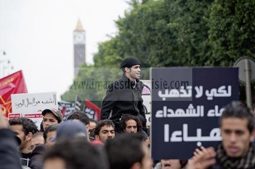 14 janvier 2012 : Ramy Sghaier;l'un des leaders de la contestation révolutionnaire est porté au coeur d'une manifestation communiste lors de la Commémoration à Tunis du premier anniversaire de la Révolution tunisienne;le 14 janvier étant la date de la fuite de l'ex Président vers l'Arabie Saoudide.