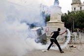 Manifs et émeutes à Tunis